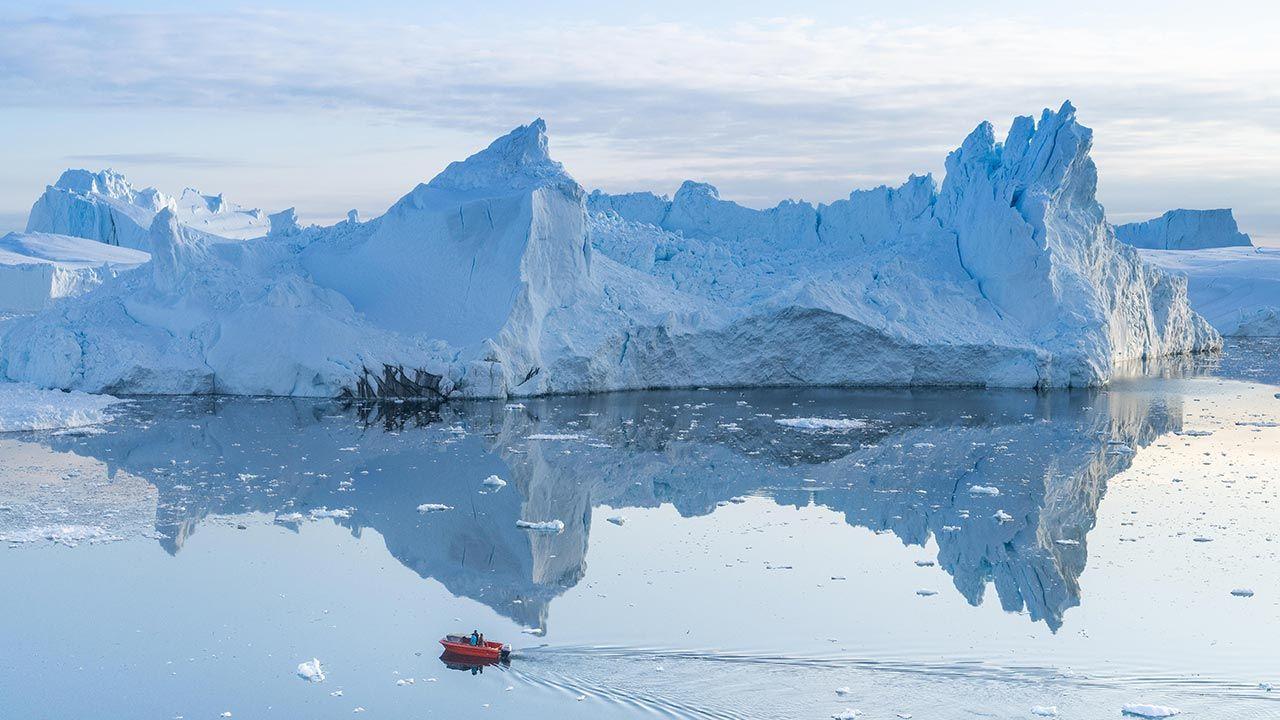 Odkrycie wskazuje m.in. na nieznany wcześniej wpływ roztapiania się lodu (fot.  Ulrik Pedersen/NurPhoto via Getty Images)