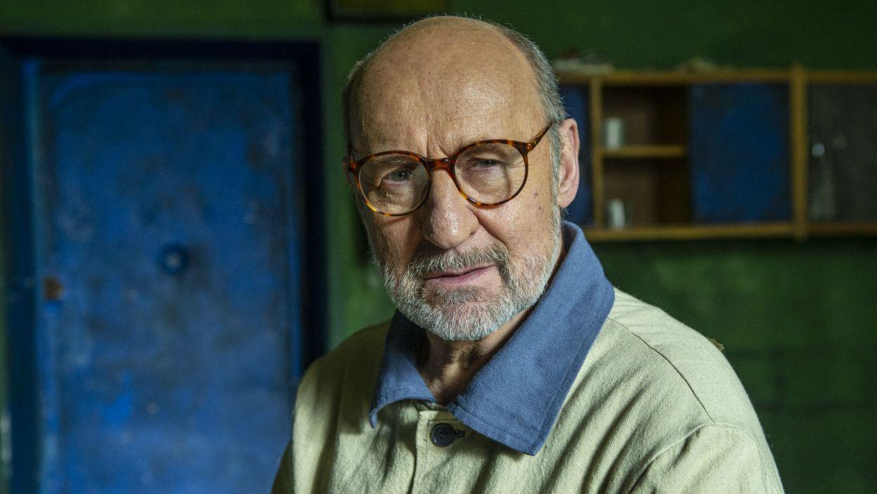 W celi przebywa też trzeci skazaniec; w tej roli wystąpił Piotr Fronczewski (fot. Natasza Młudzik)