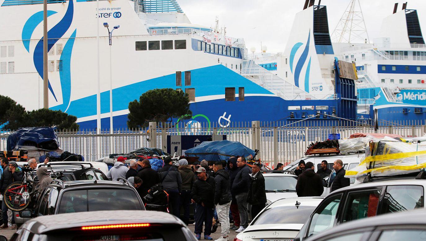 Związkowcy zablokowali największe francuskie porty morskie (fot. Reuters/Jean-Paul Pelissier)