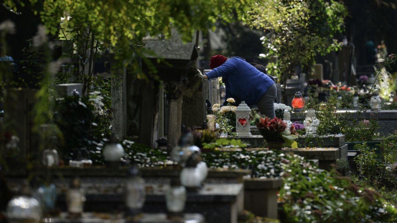 Zginął na cmentarzu w wyniku eksplozji ładunku wybuchowego (fot. Artur Widak/Nur/Getty Images, zdjęcie ilustracyjne)