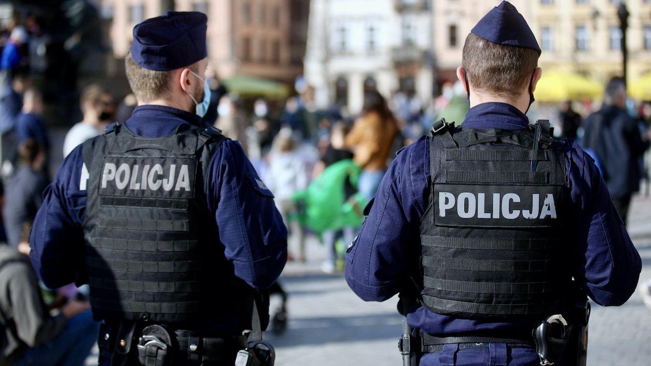 W niedzielę w Głogowie odbył się nielegalny protest około 200 osób  (fot. PAP/Ł.Gągulski, zdjęcie ilustracyjne)