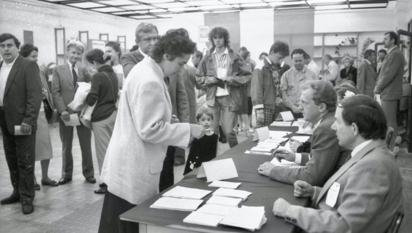 4 czerwca 1989 odbyły się jedynie częściowo wolne wybory (fot. arch.PAP/J.Mazur)