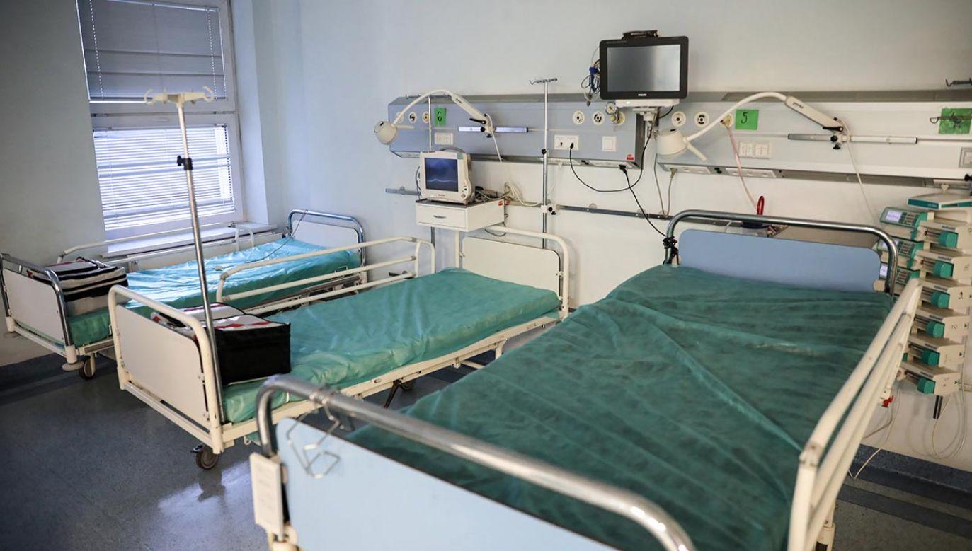 Szpital tymczasowy w hali Expo XXI przy ul. Prądzyńskiego, to drugi już szpital tymczasowy dla chorych na COVID-19, który powstanie w stolicy (fot. PAP/Leszek Szymański)
