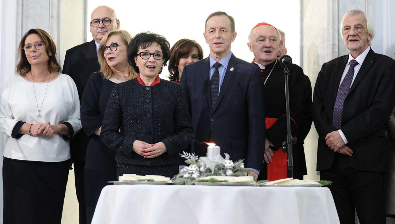 Kto nie czuł się zobowiązany, by odpuścić politykę na Święta, ten szedł na ogół po bandzie (fot. arch. PAP/Tomasz Gzell)