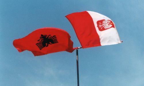 Polska Misja Medyczna, z którą pomoc humanitarną niosła MGPR, początkowo działała w obozie w Lac, a następnie została przeniesiona do Ndroq, niewielkiej miejscowości w połowie drogi między portowym Durres a stolicą Albanii – Tiraną, która była bazą misji do chwili jej zakończenia Fot. zbiór prywatny Krzysztofa Grucy