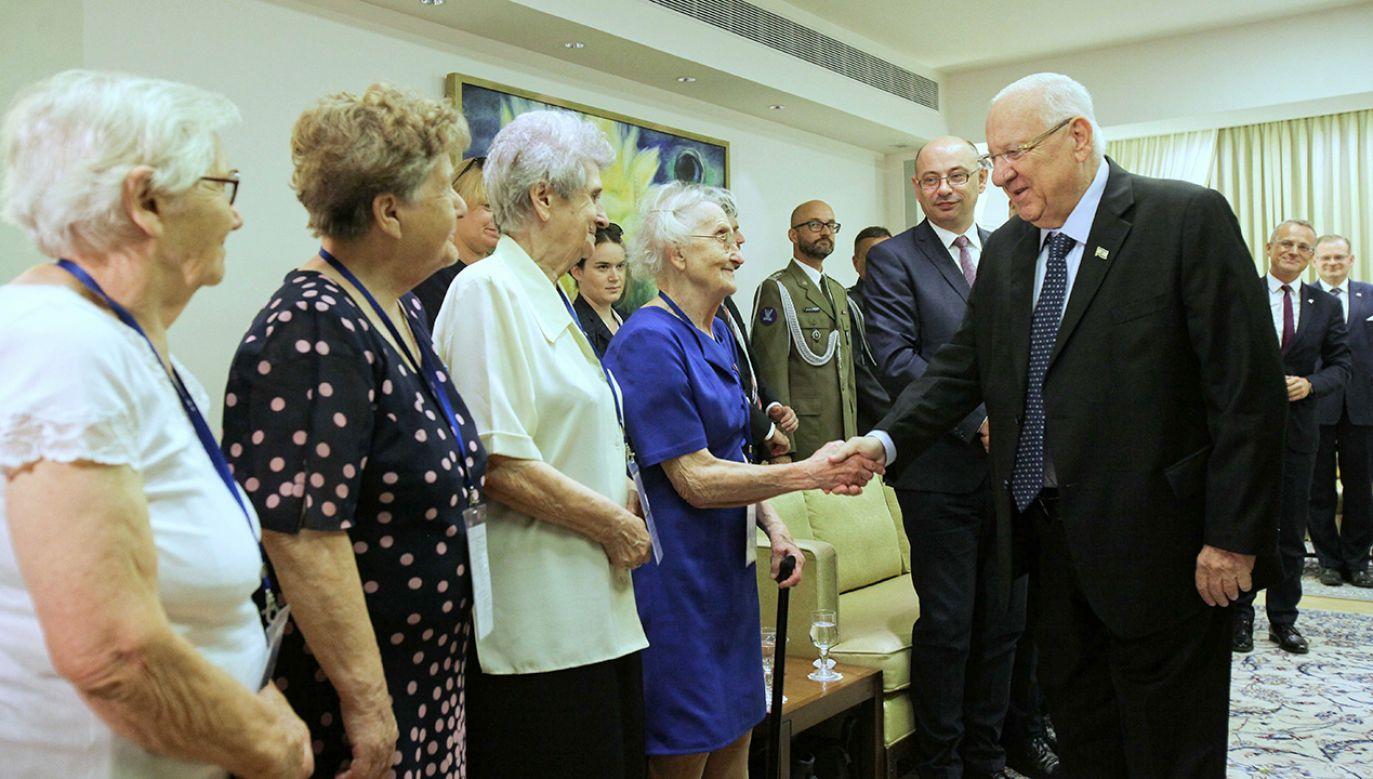 Prezydent Izraela Reuven Riwlin (P) podczas spotkania w Jerozolimie z polską delegacją IV Zjazdu Polaków Ratujących Żydów (fot. PAP/Mateusz Marek)