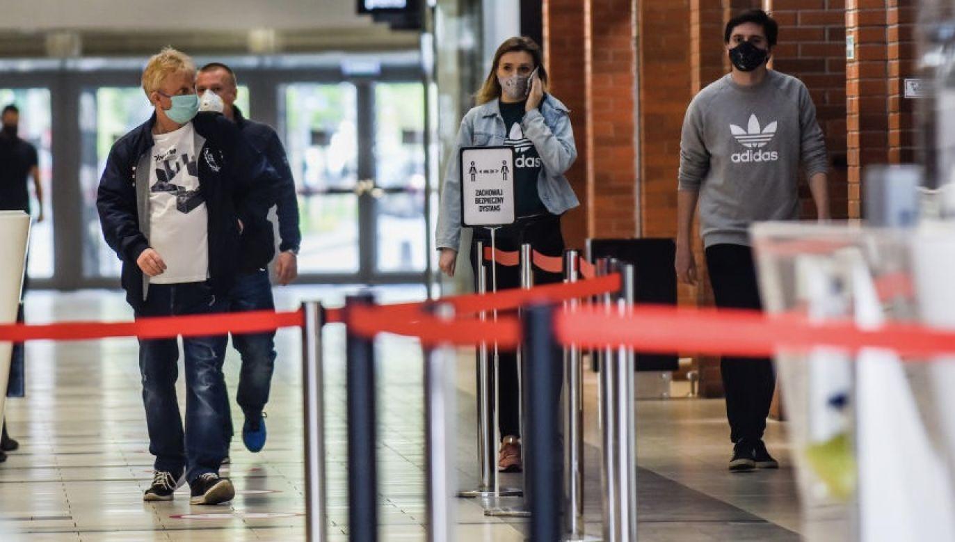 Od 4 marca, kiedy potwierdzono pierwszy przypadek koronawirusa w Polsce, łącznie zakażenie potwierdzono u 82 809 osób (fot. Omar Marques/Getty Images)
