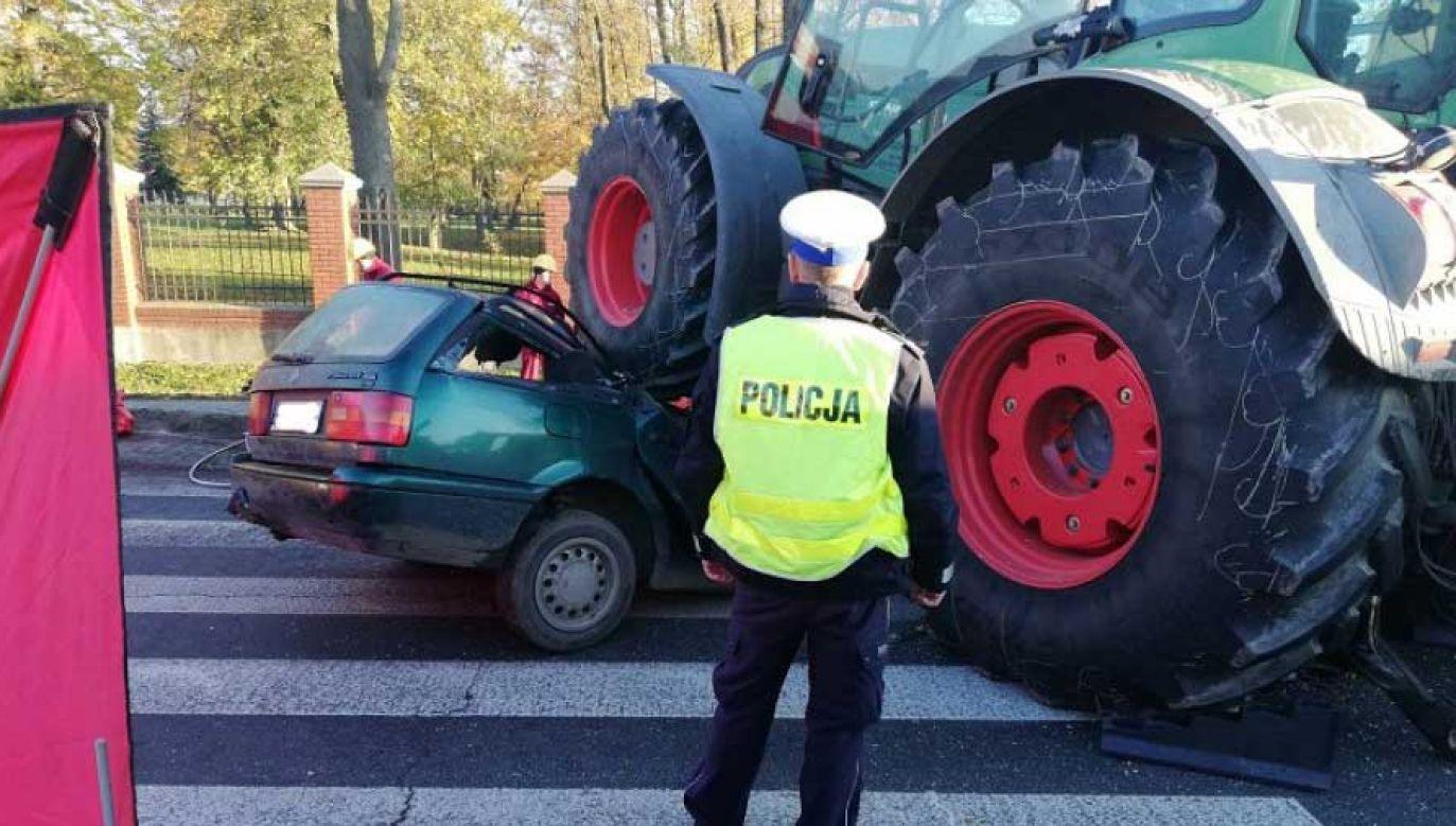 Ciągnik zmiażdżył osobówkę (fot. Policja)