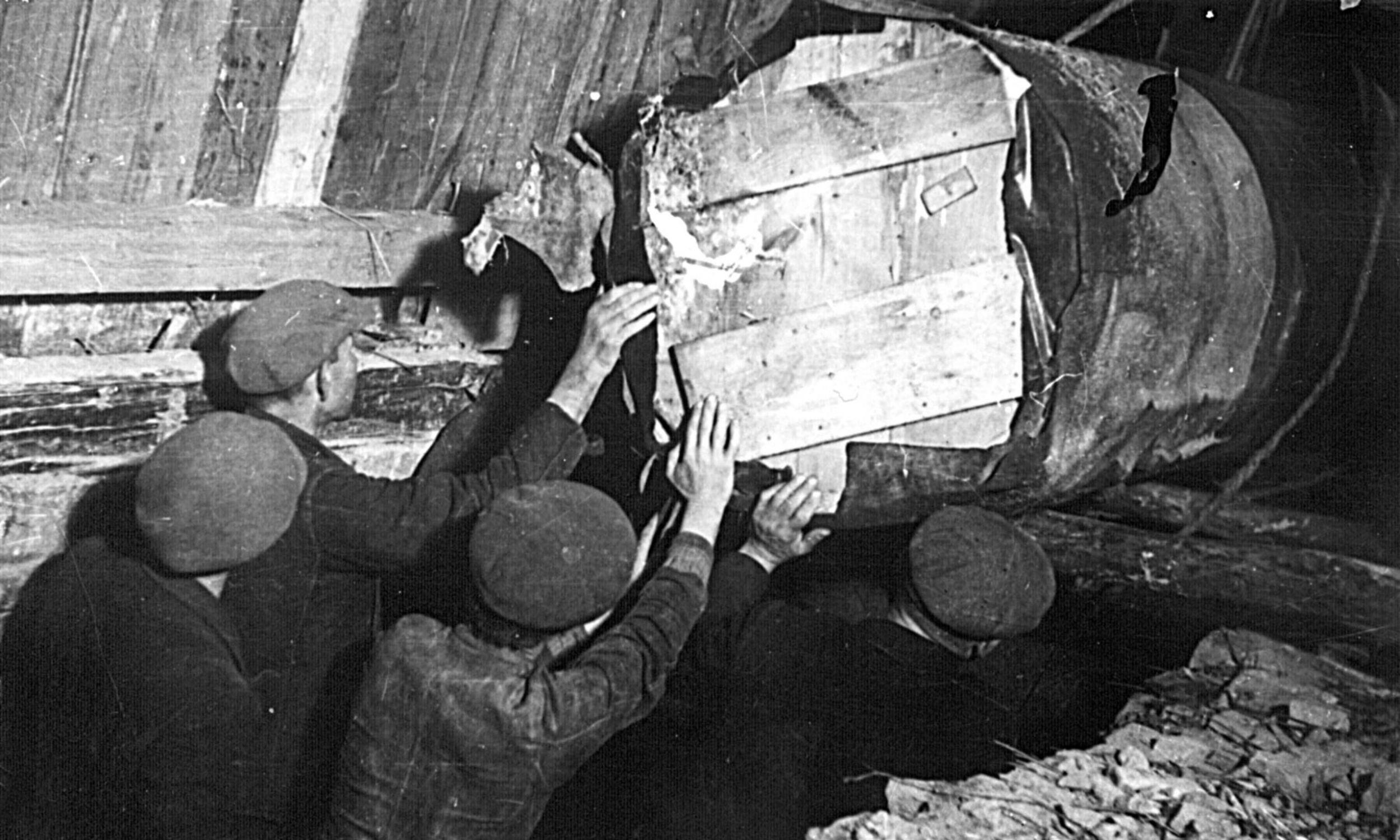 """""""Bitwa pod Grunwaldem"""" przeleżała w ziemi cztery lata. Fot. PAP/CAF-Władysław Forbert"""