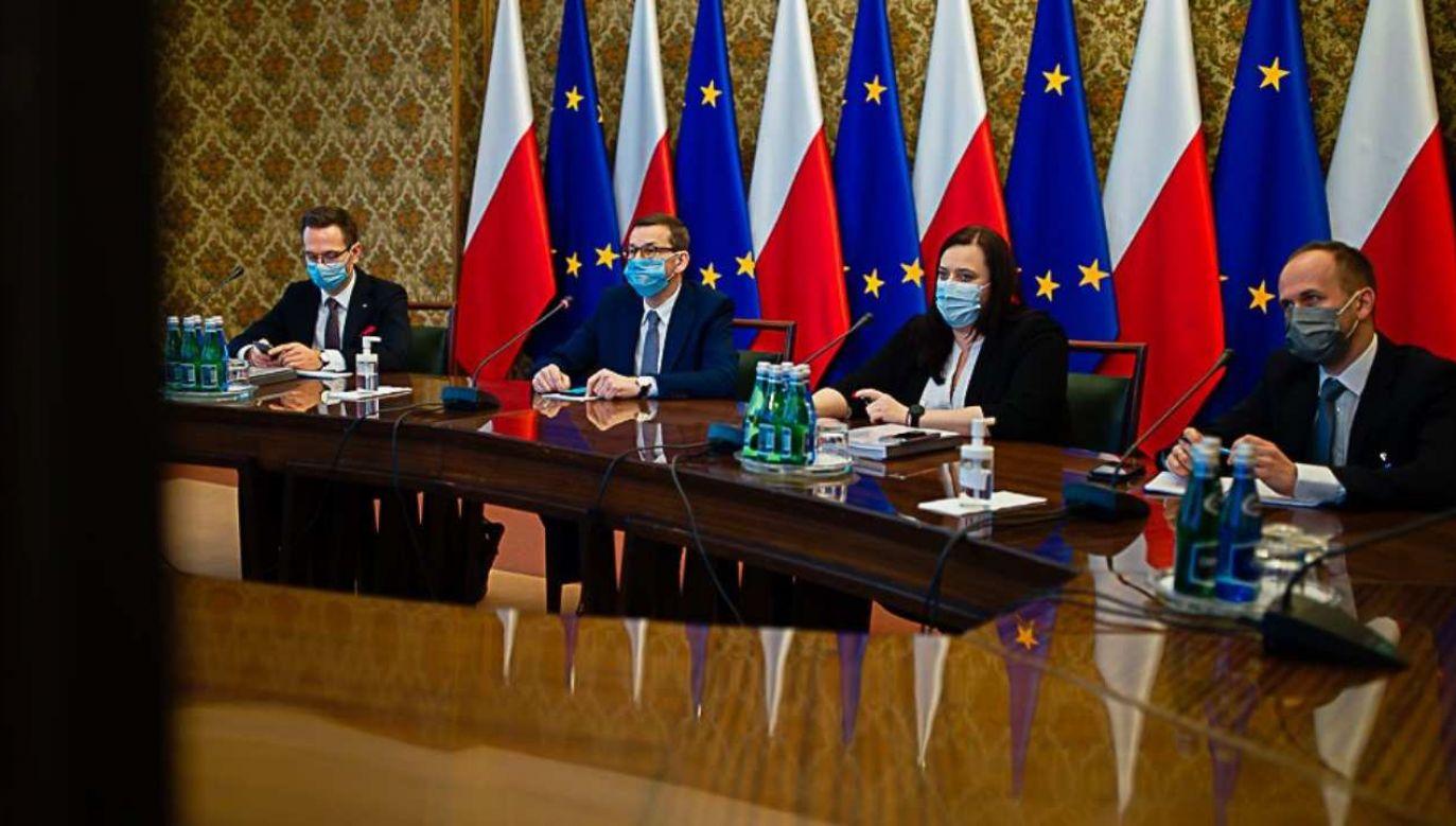 Spotkanie odbyło się w formie wideokonferencji  (fot. KPRM/Krystian Maj)