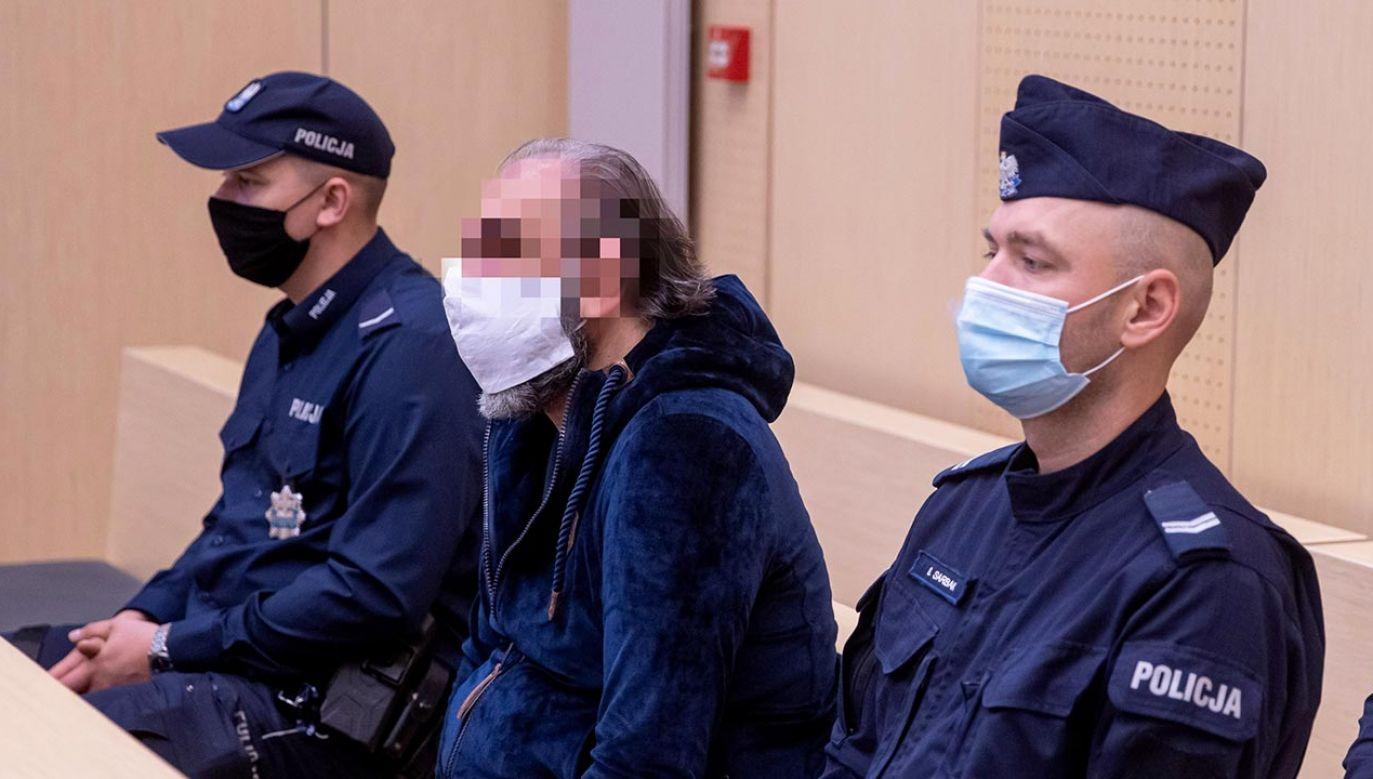 Mężczyzna miał wprowadzać obywateli innych państw w błąd co do tożsamości (fot. PAP/Paweł Jaskółka)