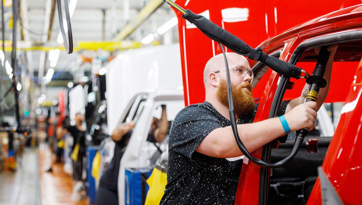 """""""Na włosku wisi nie tylko 2,4 tys. miejsc pracy w MAN"""" (fot. Shutterstock)"""