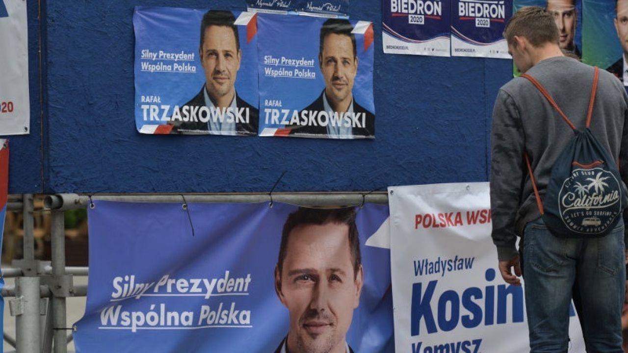 Plakaty wyborcze Rafała Trzaskowskiego (fot.  Artur Widak/NurPhoto via Getty Images, zdjęcie ilustracyjne)