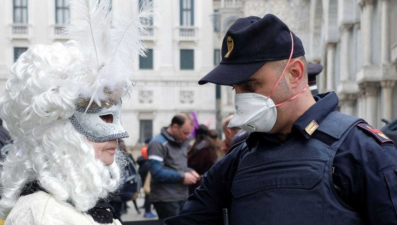 Słynny wenecki karnawał zakończy się dwa dni wcześniej niż zwykle (fot. Reuters/Manuel Silvestri)