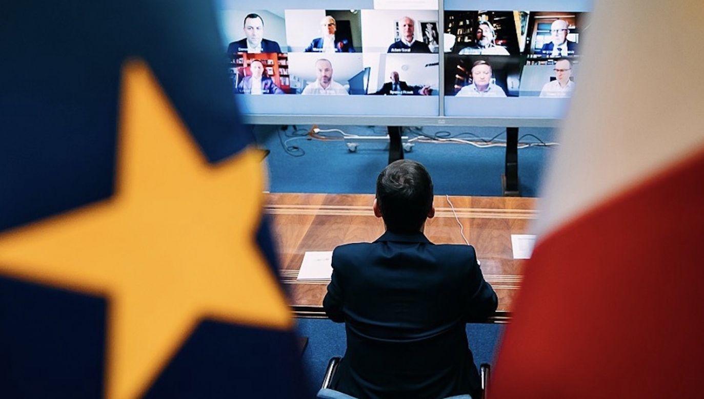 Tarcza finansowa. Premier Mateusz Morawiecki rozmawia z przedsiębiorcami (fot. Krystian Maj/KPRM)
