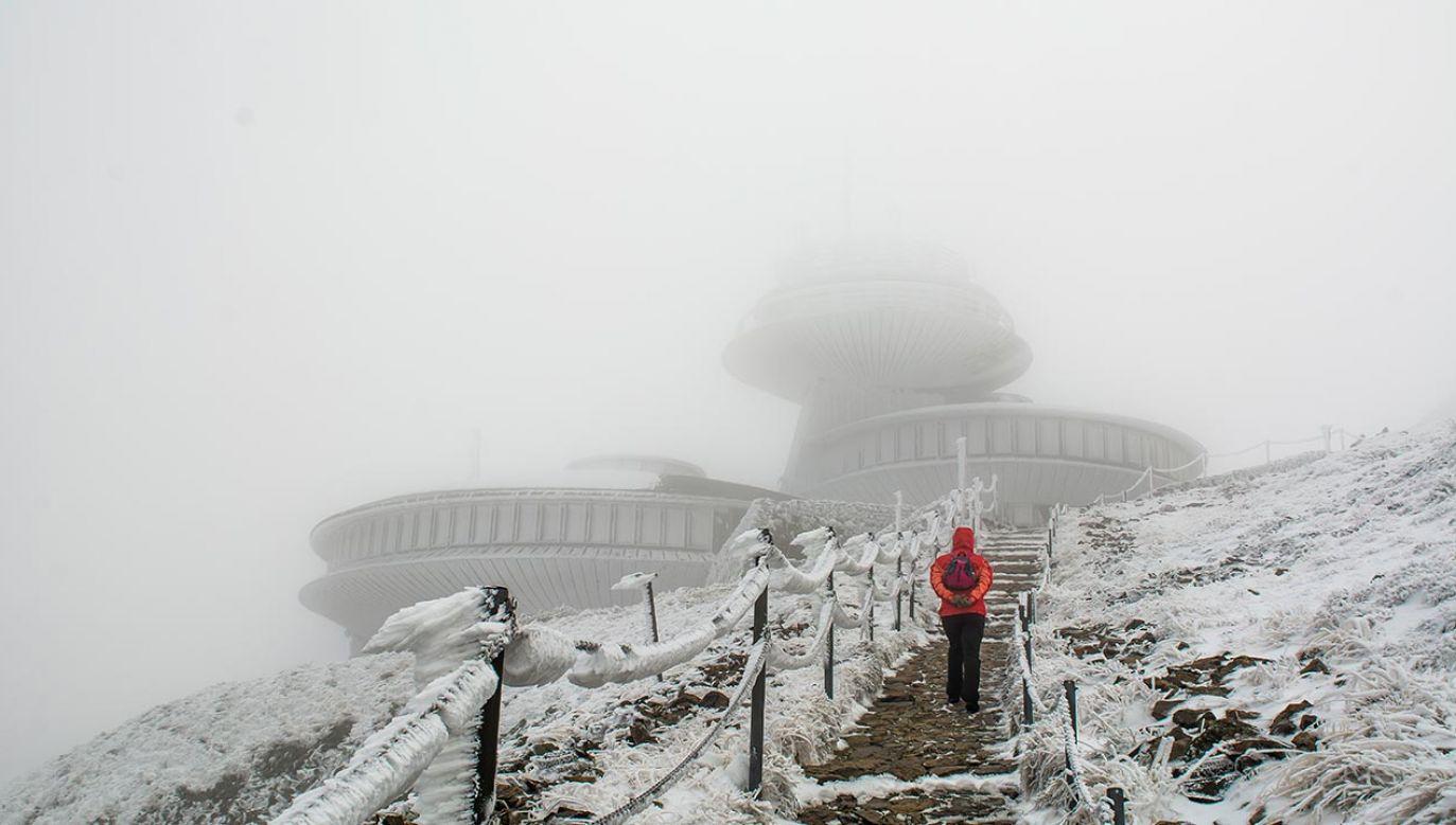 Potężny mróz na Śnieżce (fot. Shutterstock/konradkerker)