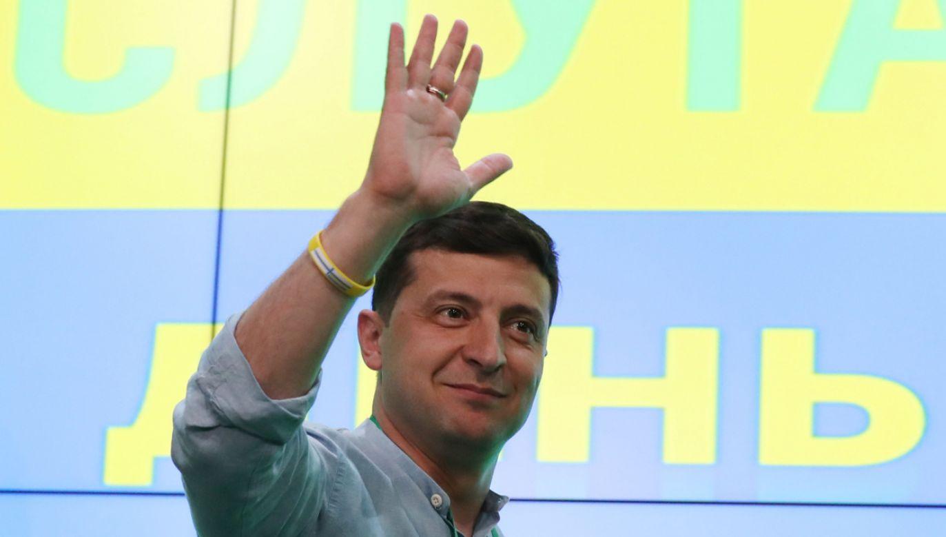 Partia prezydenta Ukrainy Wołodymyra Zełenskiego Sługa Narodu zwyciężyła w niedzielnych przedterminowych wyborach do parlamentu (fot. PAP/EPA/TATYANA ZENKOVICH)