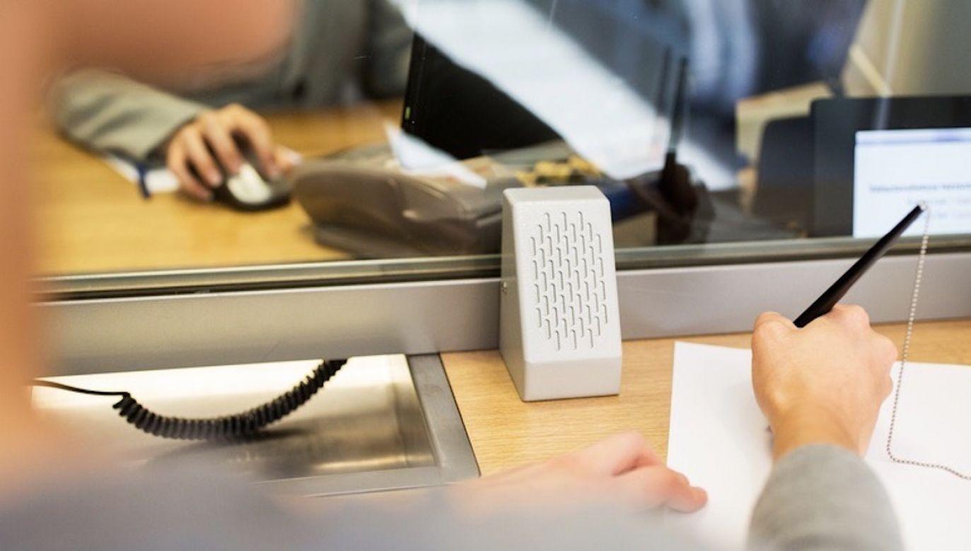 Zarzuty dotyczą niezwracania proporcjonalnej części pobranych opłat w przypadku wcześniejszej spłaty (fot. Shutterstock/Syda Productions)