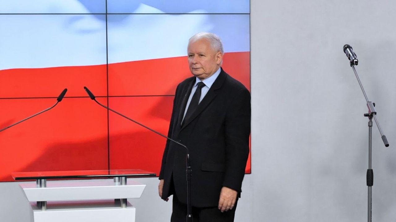 """Jak mówi prof. Rafał Chwedoruk, decyzja o wejściu Jarosława Kaczyńskiego do rządu jest """"swego rodzaju eksperymentem"""" (fot. PAP/Radek Pietruszka)"""
