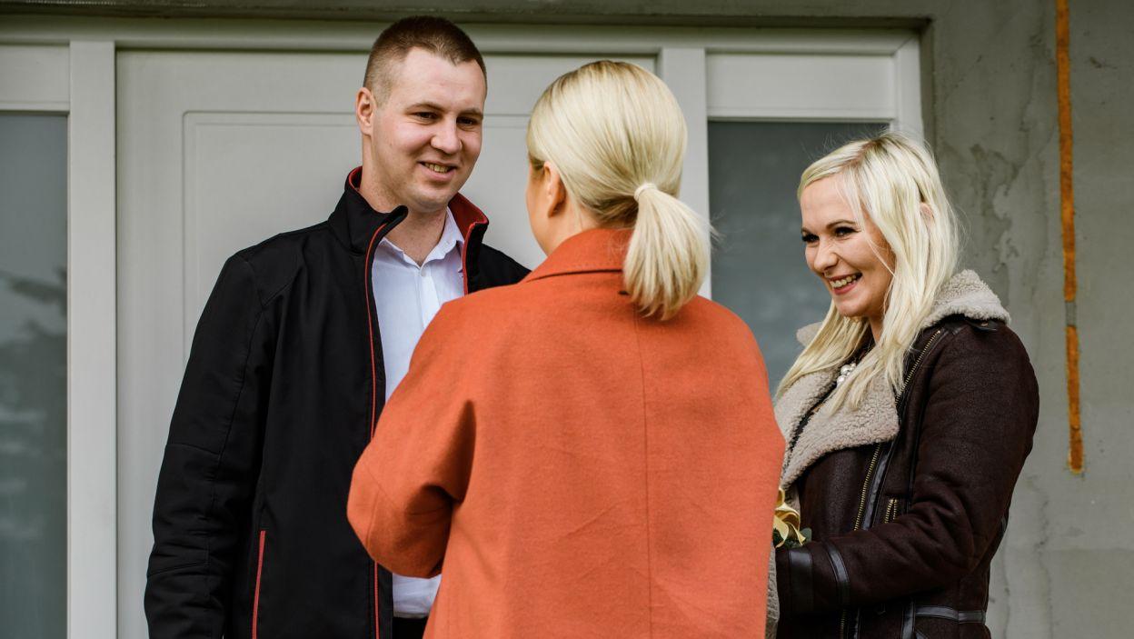 Uśmiechy na ustach bohaterów programu przekonały Martę, że u nich wszystko w porządku (fot. TVP)