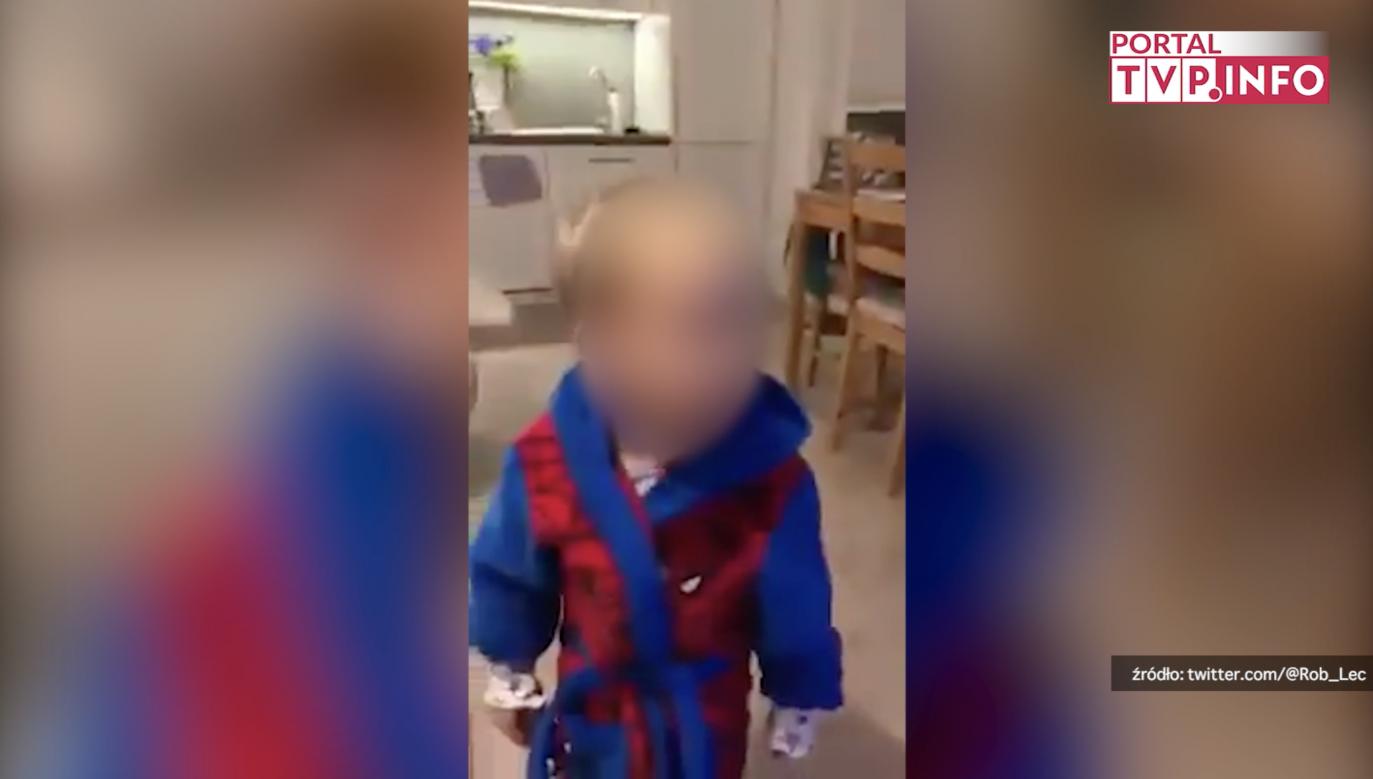 Opiekun uczy chłopca przeklinać, wskazuje na prezesa PiS