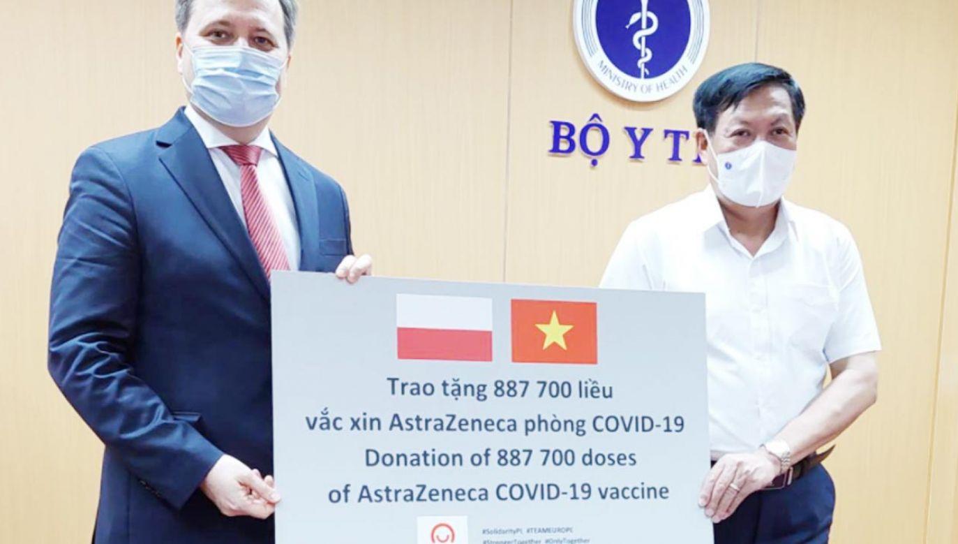Polski rząd przekazał szczepionki firmy AstraZeneca do Wietnamu (fot. TT/Ambasada RP w Hanoi)