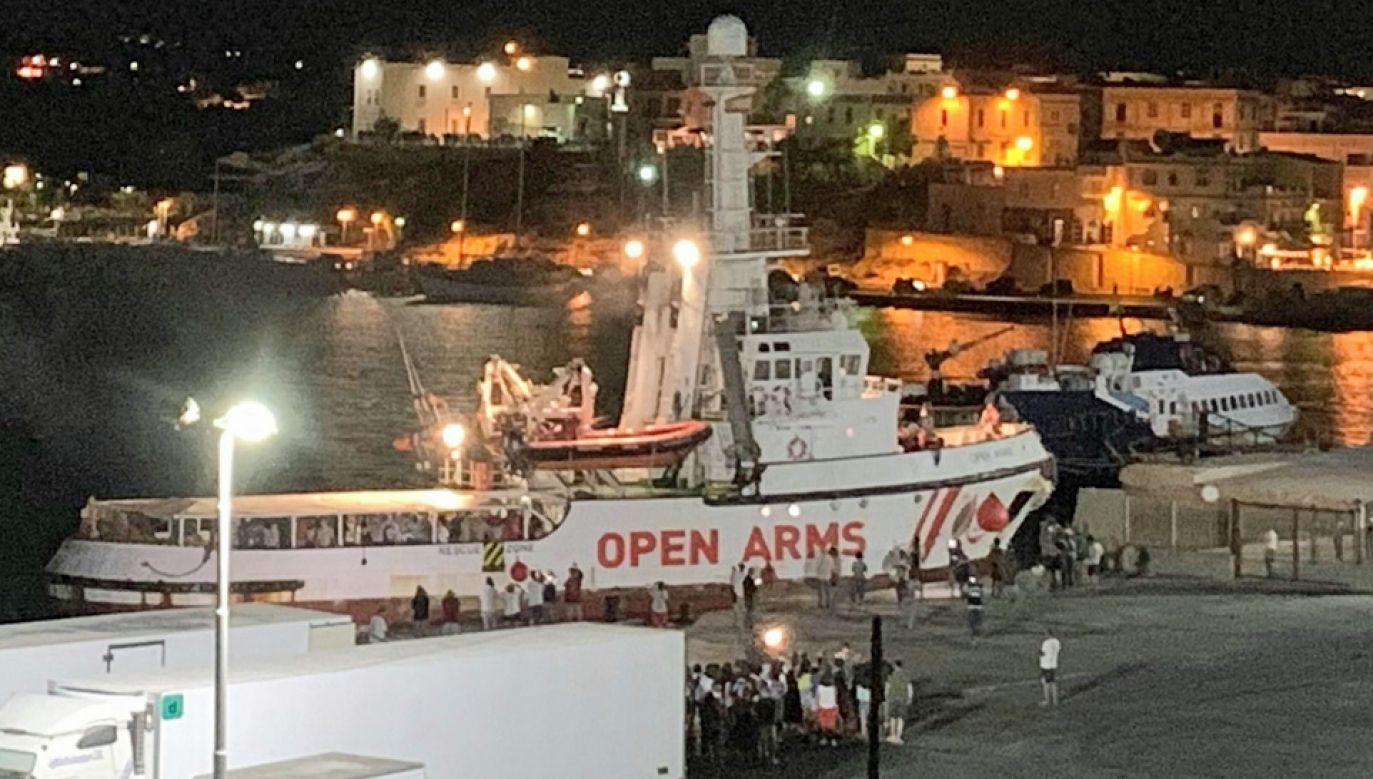 Włoska prokuratura zdecydowała o wpuszczeniu statku Open Arms do portu (fot. PAP/EPA/ELIO DESIDERIO)