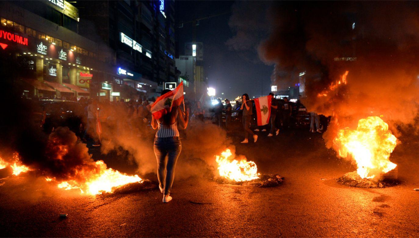 Protesty trwają od połowy października (fot. PAP/EPA/WAEL HAMZEH)