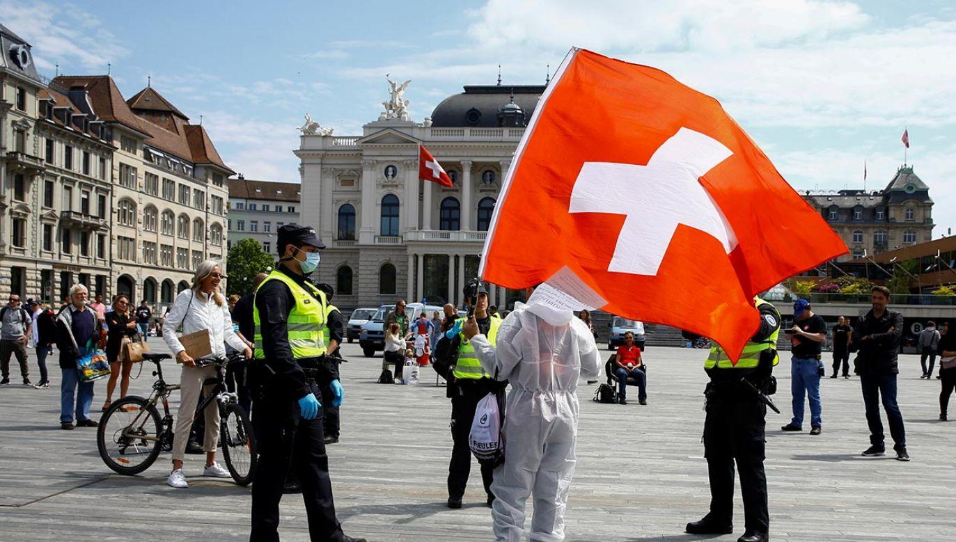 W Szwajcarii dzienna liczba zakażeń spada (fot. REUTERS/Arnd Wiegmann)