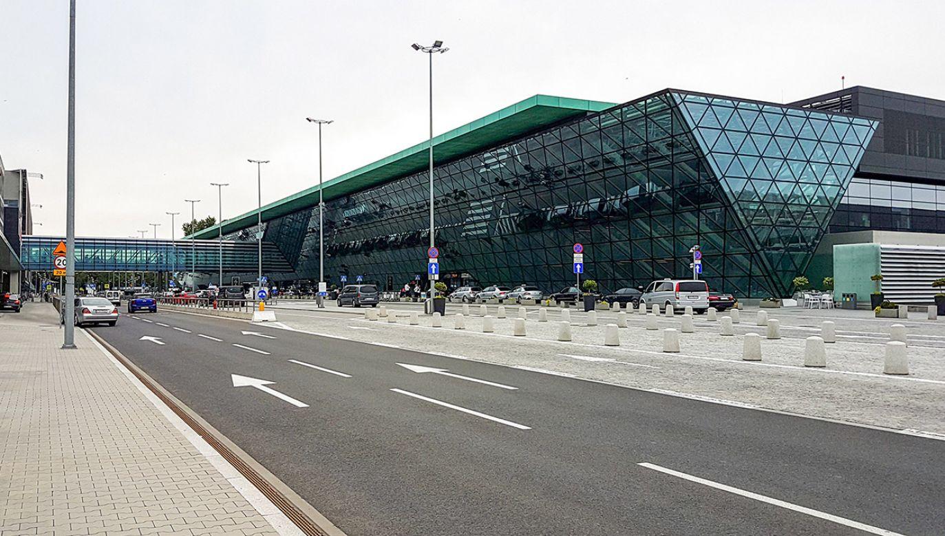 Utrudnienia na lotnisku Kraków-Balice (fot. Shutterstcok/WDnet Creation)