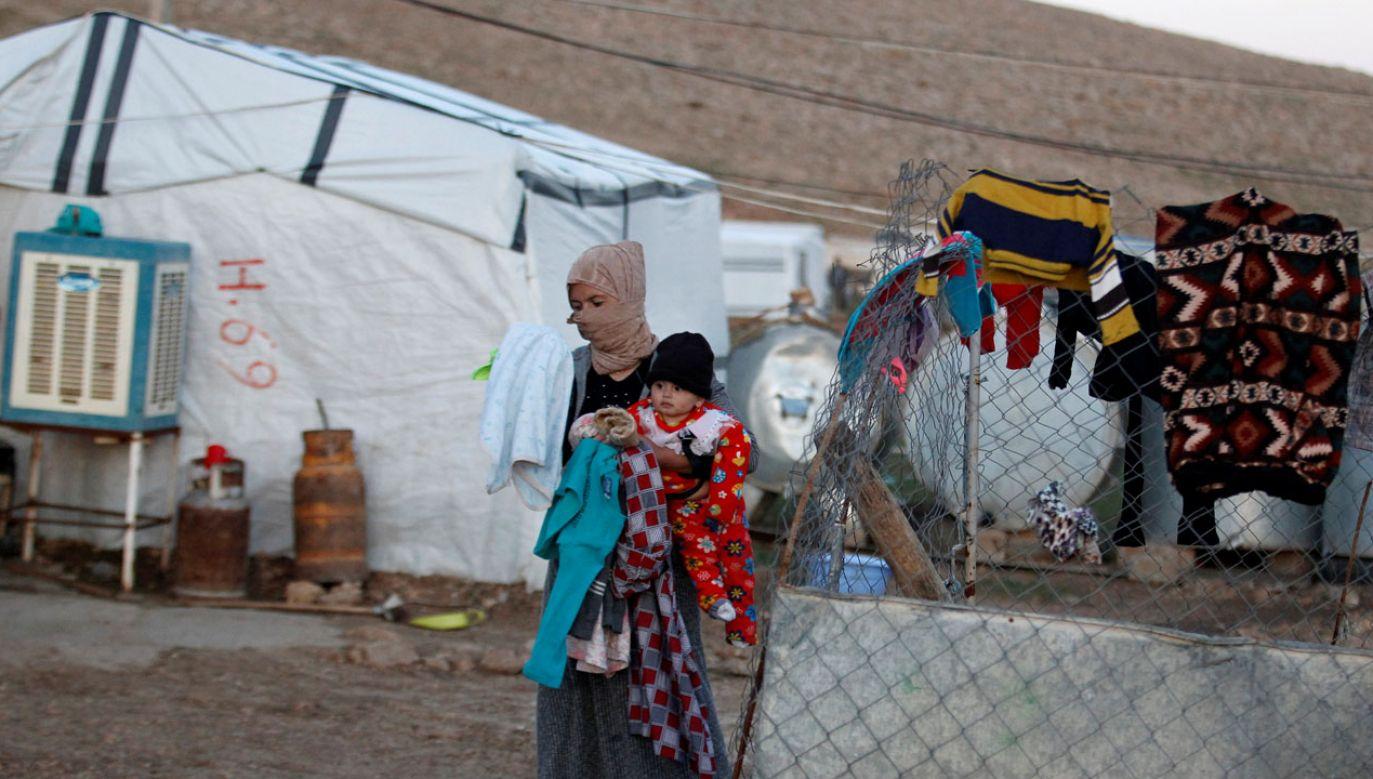 Jazydzi wegetują dalej w obozach i szukają swoich krewnych (fot. REUTERS/Khalid al-Mousily)