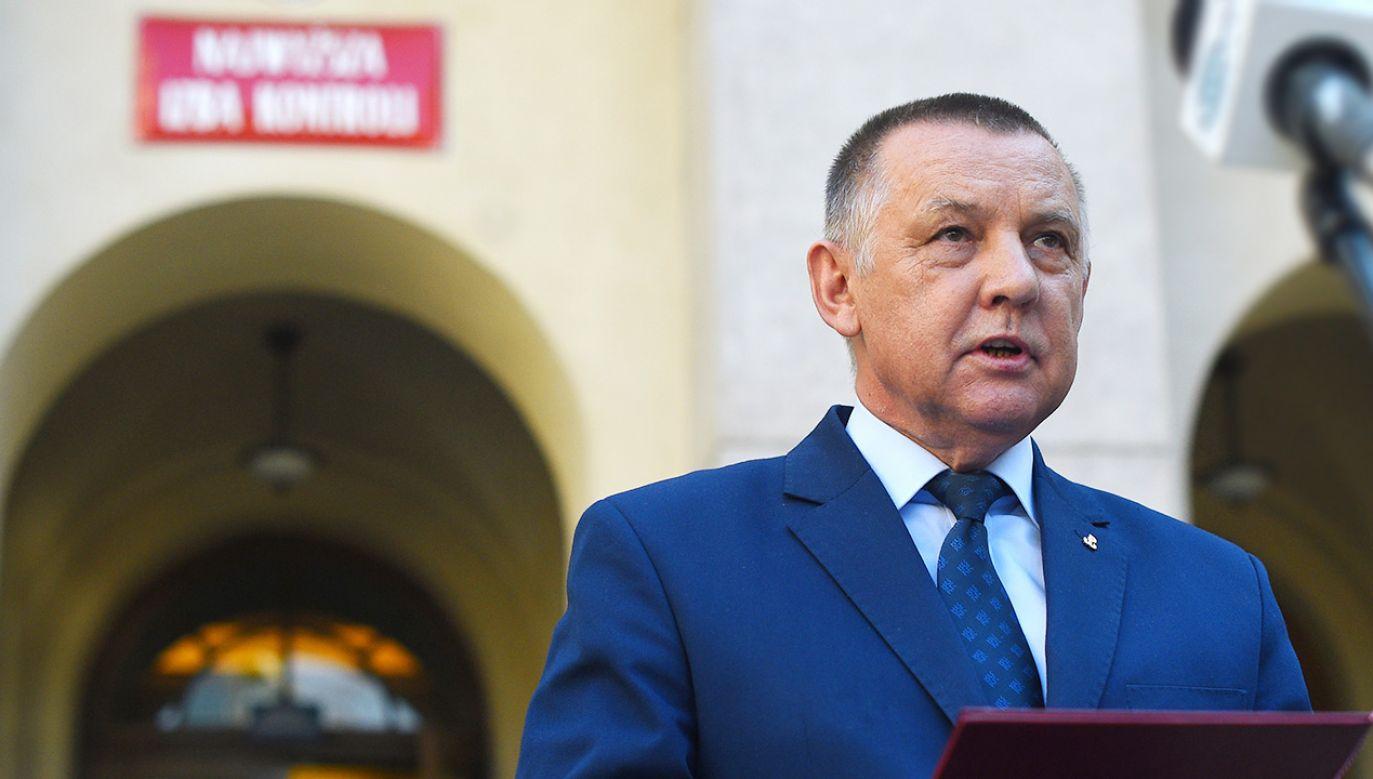 Prezes NIK Marian Banaś wygłosił w piątek oświadczenie (fot. Forum/Adam Chelstowski)