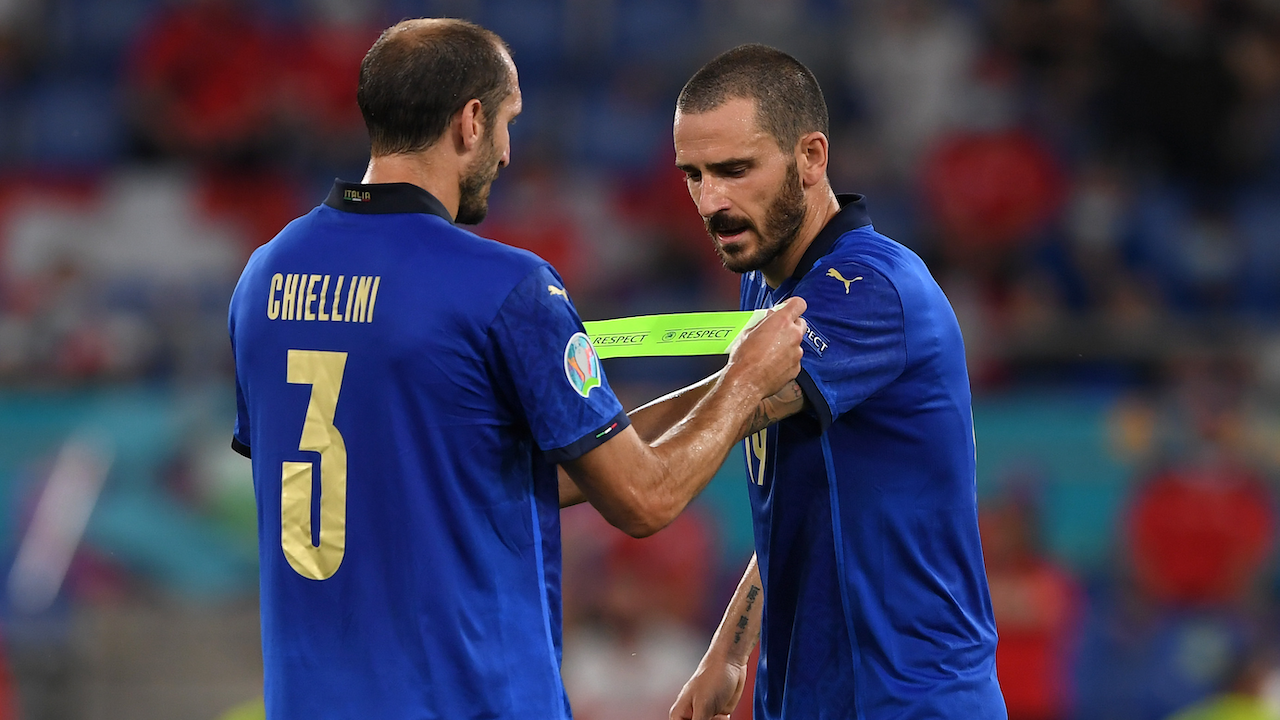 Giorgio Chiellini (L) i Leonardo Bonucci należą do filarów reprezentacji Włoch na Euro 2020 (fot. Getty)