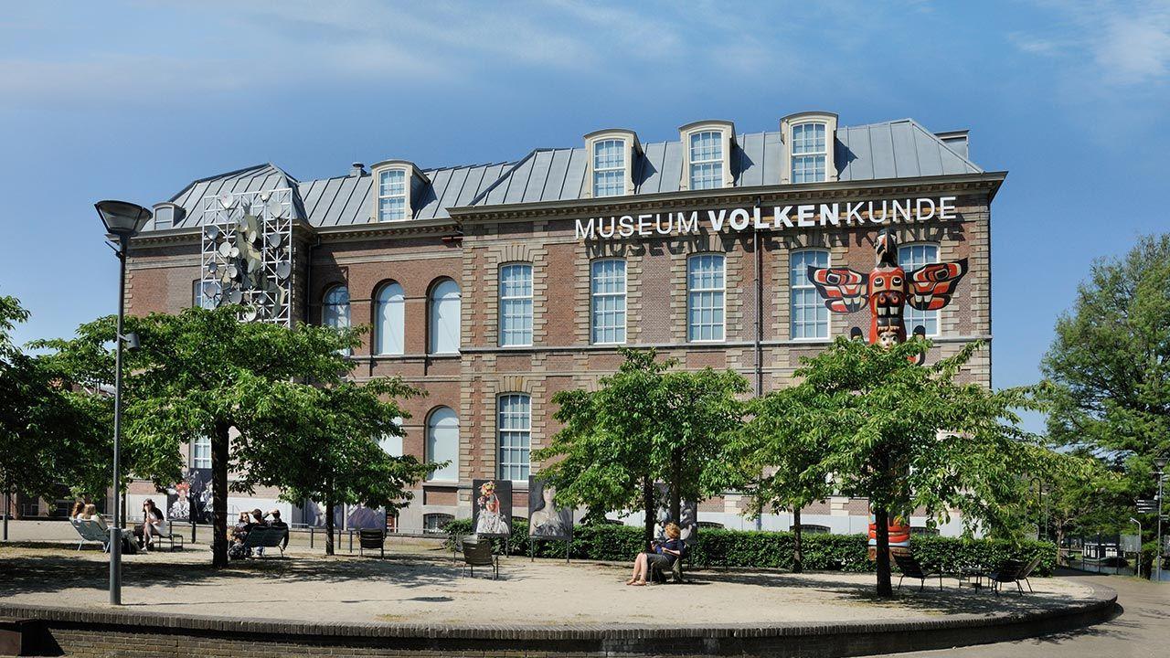 Skradzione przedmioty znajdują się m.in. Muzeum Etnologii w Lejdzie (fot. Shutterstock/Tina Zhou)