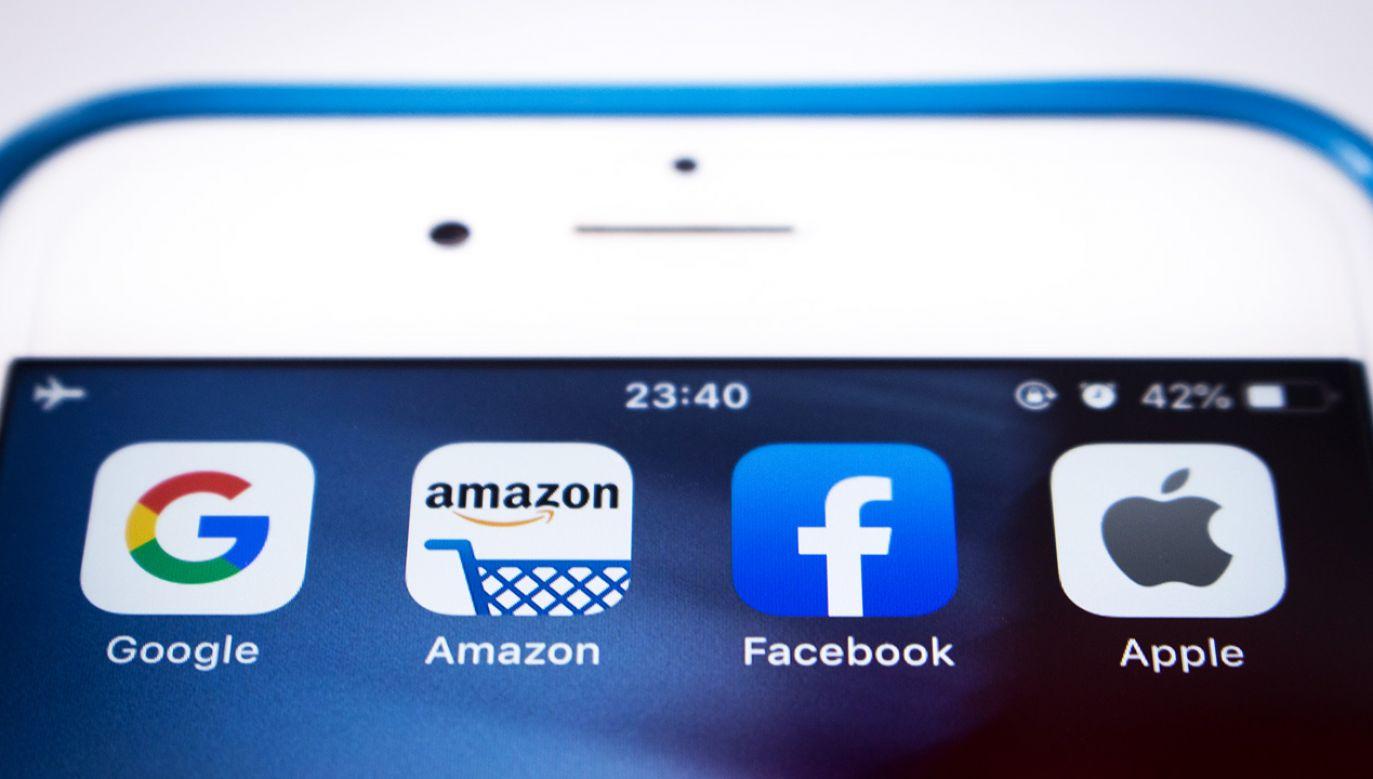KE ma opracwać wspólny mechanizm opodatkowania wielkich korporacji podatkiem cyfrowym (fot. Shutterstock/Koshiro K)