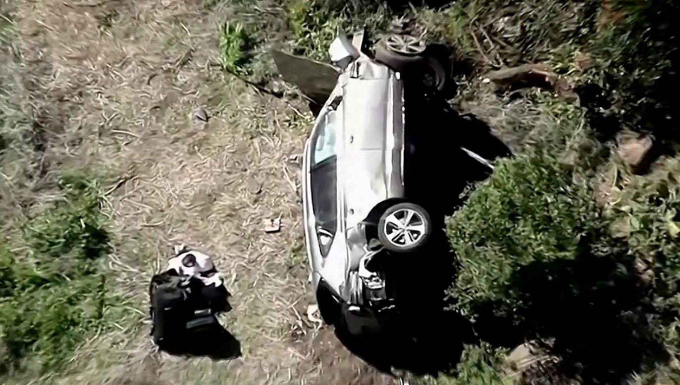 Rozbity samochód Tigera Woodsa (fot. KNBC via REUTERS)