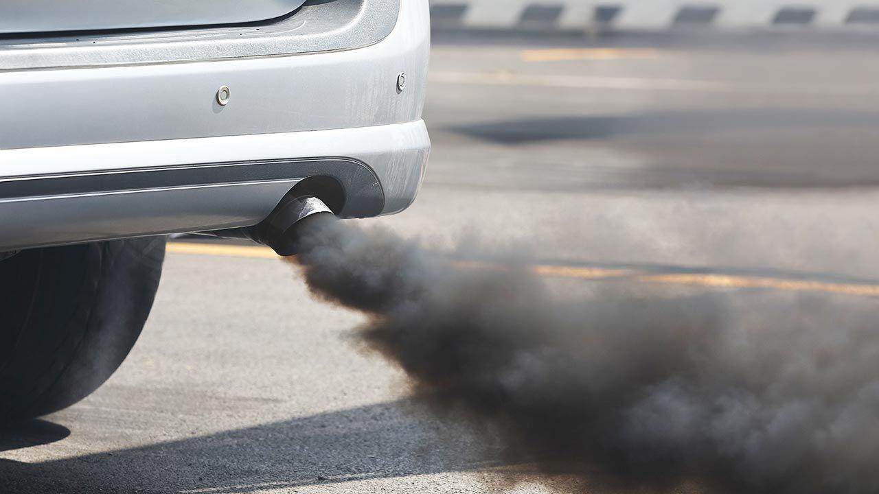 Branża motoryzacyjna boi się nowych limitów CO2 (fot. Shutterstock/oa55)