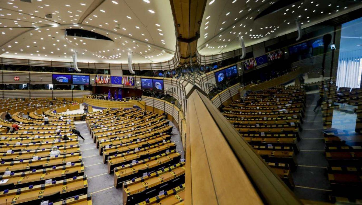 Unijna rezolucja głosi, że w Polsce wciąż pogarsza się stan praworządności (fot. PAP/EPA/OLIVIER HOSLET)
