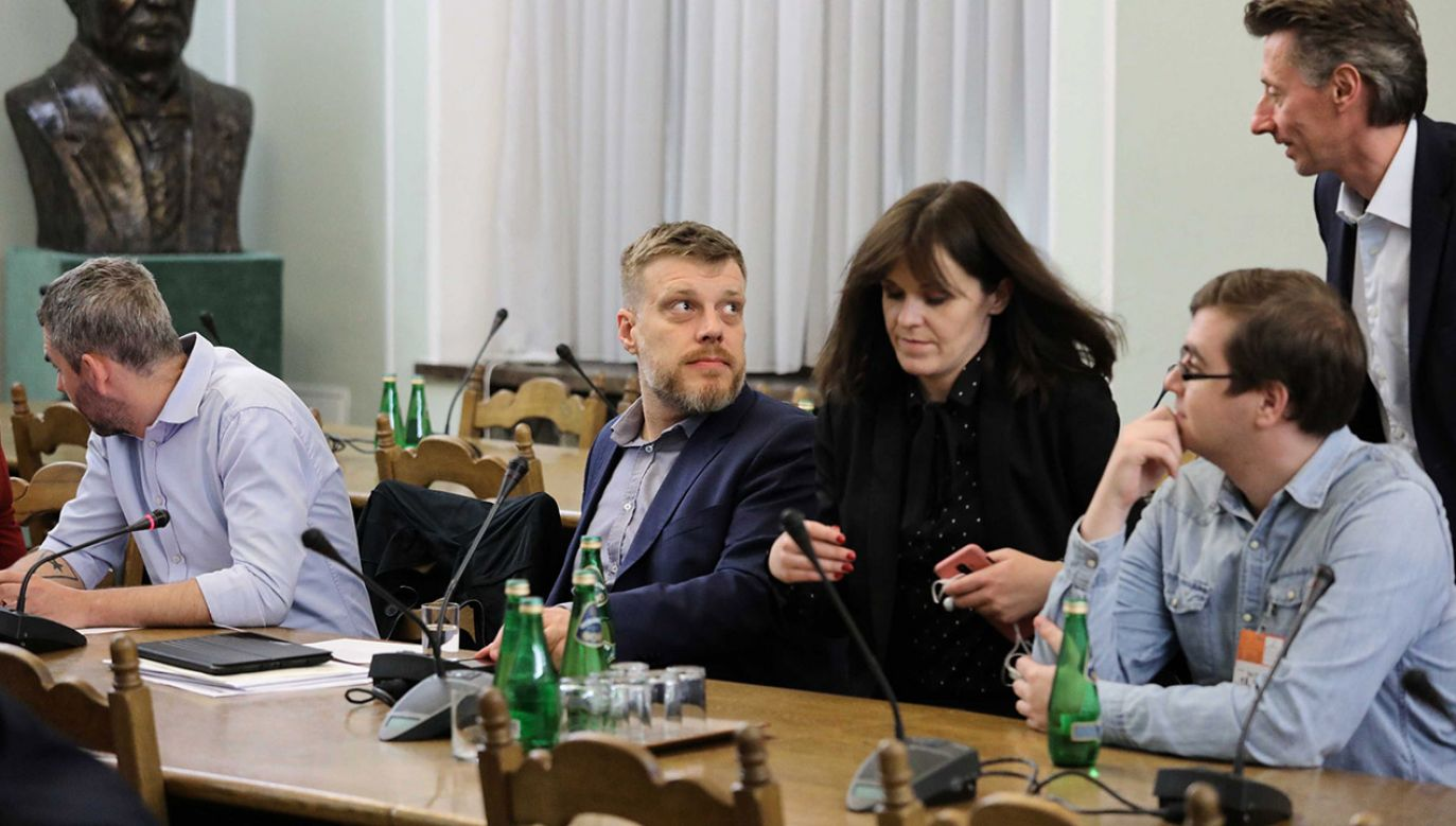 Projekt zakłada ograniczenie podstawy wymiaru składek w postaci 30-krotności prognozy przeciętnego wynagrodzenia (fot. PAP/Tomasz Gzell)