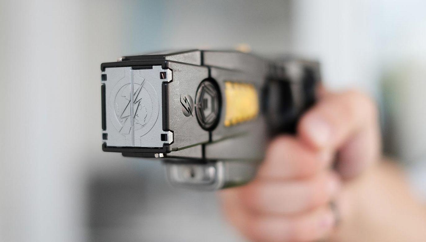 Napastnik użył paralizatora (fot. Shutterstock/Karlis Dambrans)