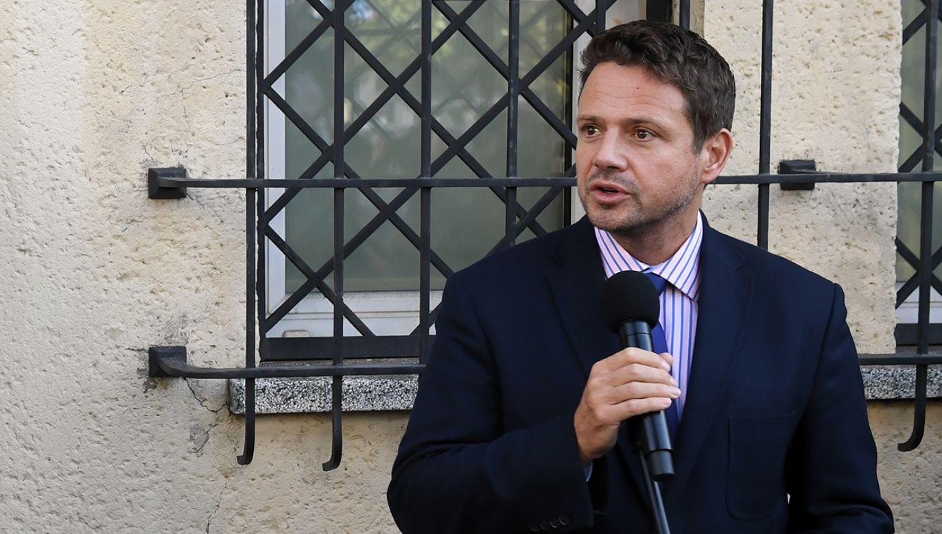 Radni PiS zapowiadają apel o to, by prezydent Warszawy Rafał Trzaskowski podał się do dymisji (fot. PAP/Radek Pietruszka)