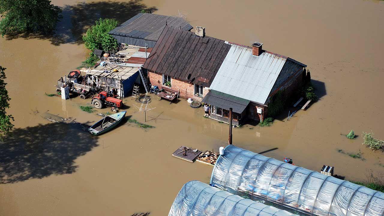 Wysokość poniesionych strat z powodu wystąpienia klęski szacuje komisja powołana przez wojewodę (fot. arch. PPAP/Paweł Brzeziński)