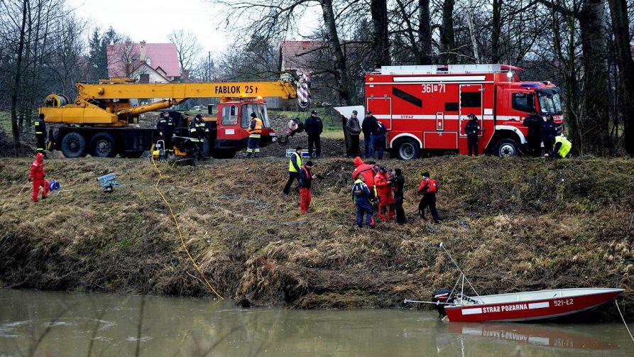 Samochodem jechało pięć osób (fot. arch. PAP/Darek Delmanowicz)