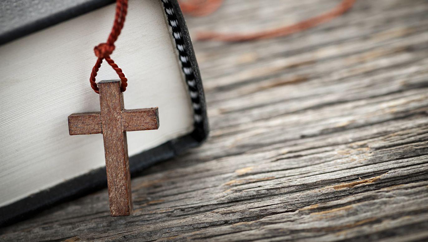 W trakcie homilii biskup zwrócił uwagę, że największym problemem człowieka, fundamentem wszelkiego grzechu jest pycha (fot.  Shutterstock/Elena Elisseeva)