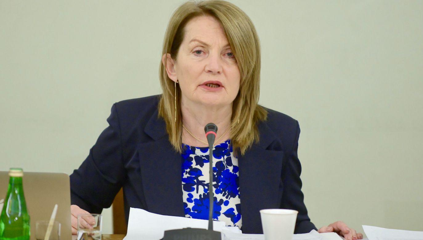 """Prof. Elżbieta Chojna-Duch podkreśla, że podjęto """"jedyną możliwą i racjonalną decyzję"""" (fot. arch.PAP/Jakub Kamiński)"""