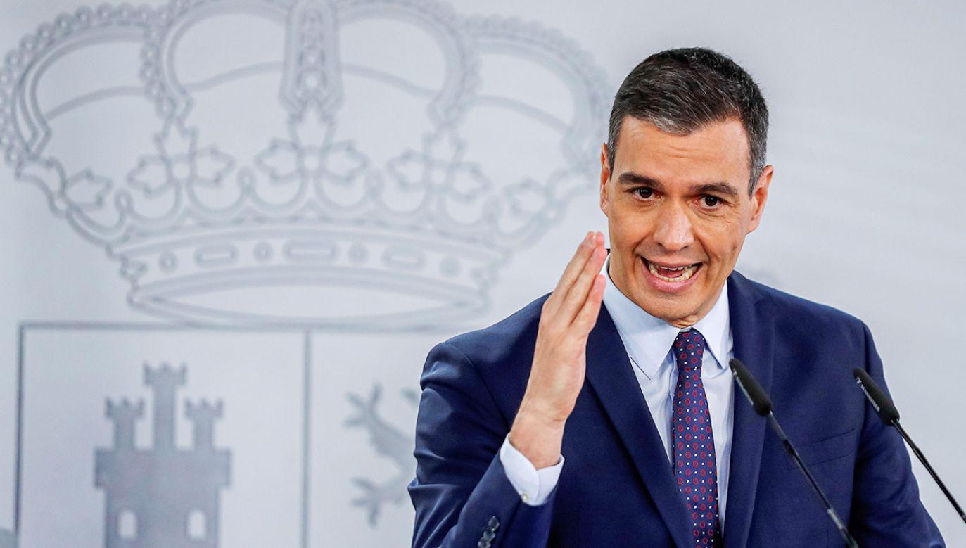 Premier Pedro Sanchez powołuje się na unijną strategię (fot. PAP/EPA/Emilio Naranjo)