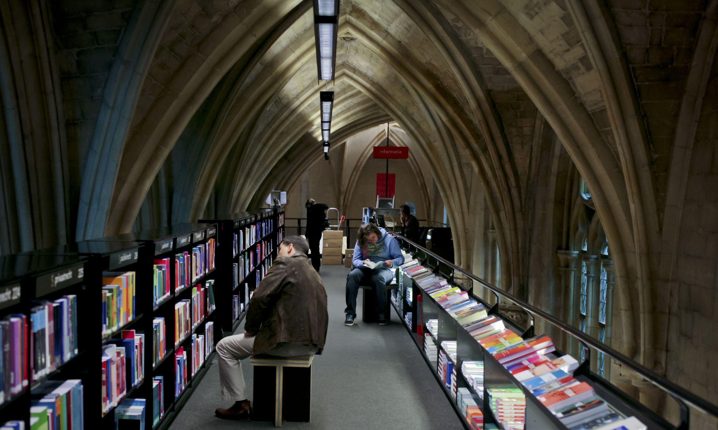 Właściciele sieci holenderskich księgarni Selexyz w Maastricht zaadaptowali wnętrze podominikańskiej świątyni. Fot. Dünzl/ullstein bild via Getty Images