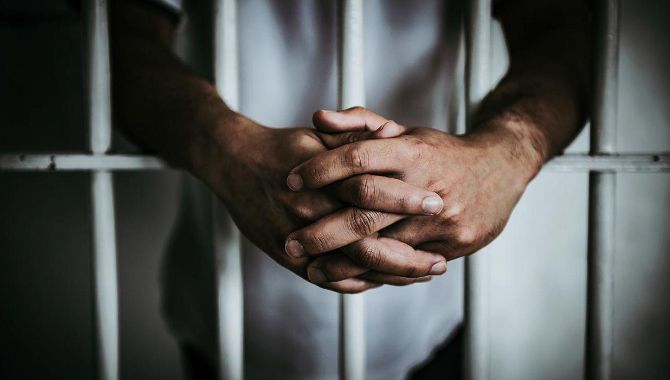 Były więzień skarżył się m.in. na zatłoczoną celę (fot. Shutterstock/kittirat roekburi)