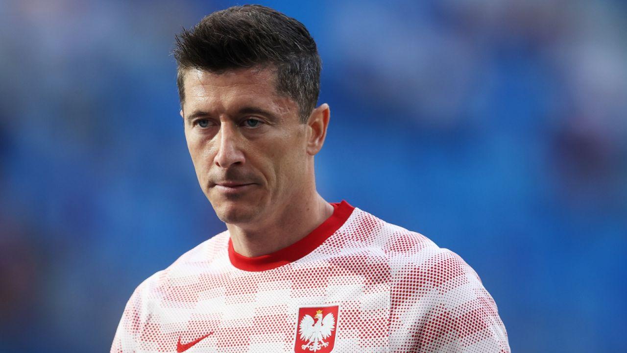 """Rio Ferdinand przekonany. """"Złotą Piłkę dałbym Lewandowskiemu"""" (sport.tvp.pl)"""