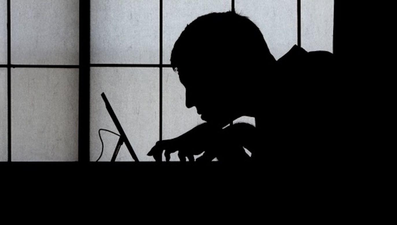 Ks. Fortunato Di Noto przywołuje przykład odkrycia na niemieckiej platformie internetowej 60 tys. zdjęć maltretowanych i gwałconych dzieci, w tym noworodków (fot. Shutterstock/David Carillet)